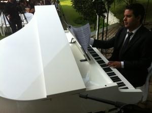"""Musical Cantareira - Agora com dois pianos brancos """"Realizando sonhos"""""""